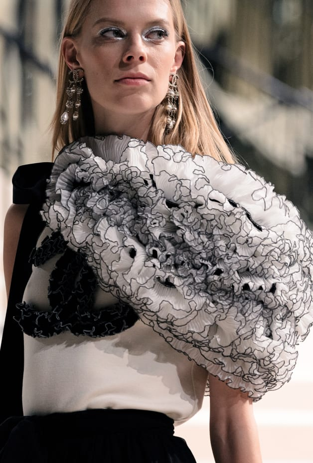 image 2 - Top - Wool - Ecru & Black