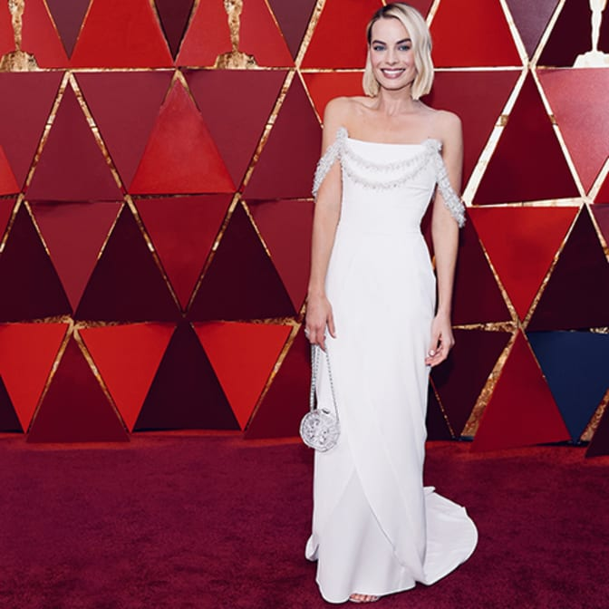 margot-robbie-on-the-red-carpet-oscars-2018