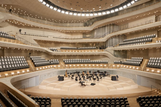 staging-the-show-at-the-elbphilharmonie