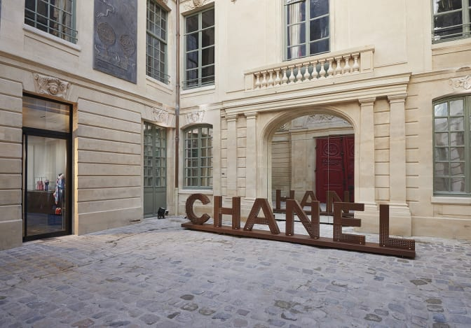 chanel-takes-up-residence-in-le-marais