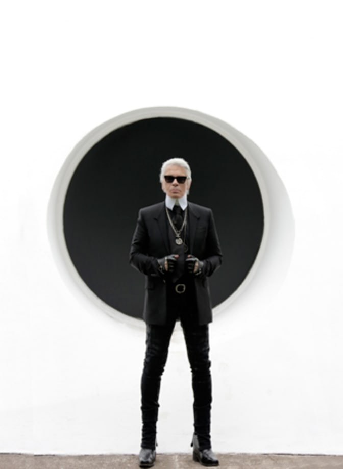 karl-lagerfeld-in-front-of-o-c-a-sao-paulo-october-29