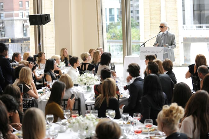 karl-lagerfeld-receives-couture-council-fashion-visionary-award