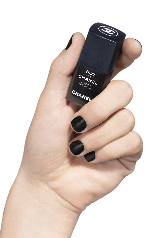 Visuel d'application maquillage 2 - BOY DE CHANEL LE VERNIS 404 - BLACK