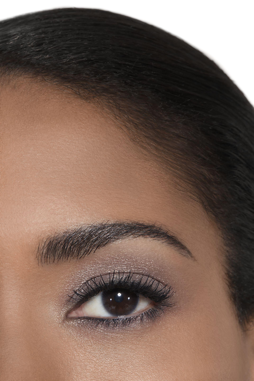 Application makeup visual 2 - ILLUSION D'OMBRE 83 - ILLUSOIRE