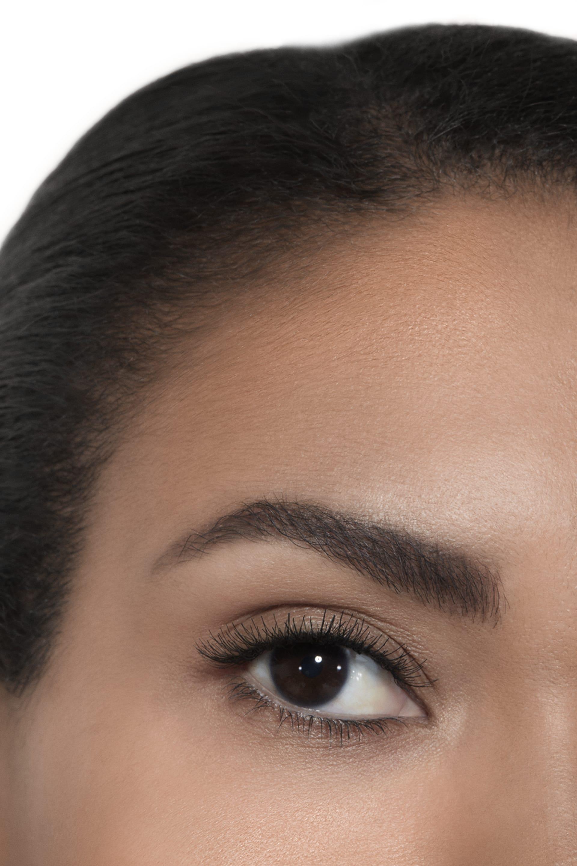 Пример нанесения макияжа 2 - INIMITABLE 10 - NOIR BLACK