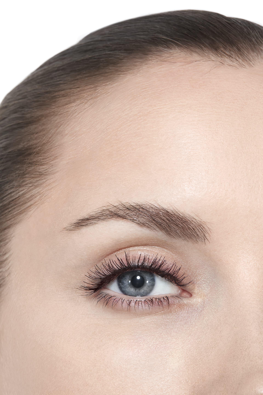 Пример нанесения макияжа 3 - INIMITABLE 10 - NOIR BLACK