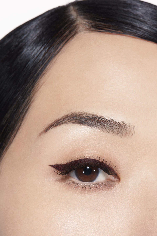 Application makeup visual 1 - LE LINER DE CHANEL 516 - ROUGE NOIR