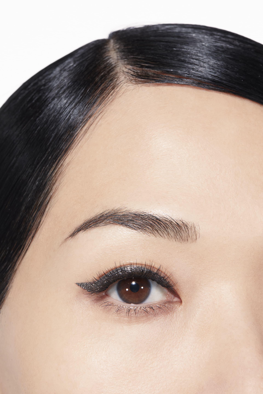 Application makeup visual 1 - LE LINER DE CHANEL 524 - GRIS ARGENT