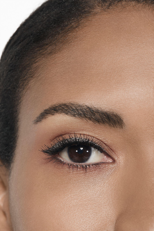 Application makeup visual 2 - LE LINER DE CHANEL 524 - GRIS ARGENT