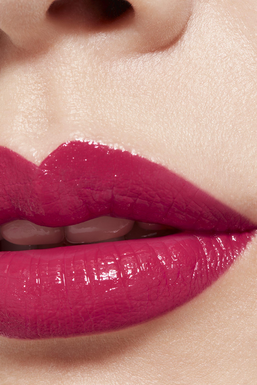 Application makeup visual 1 - LE ROUGE CRAYON DE COULEUR N°6 - FRAMBOISE