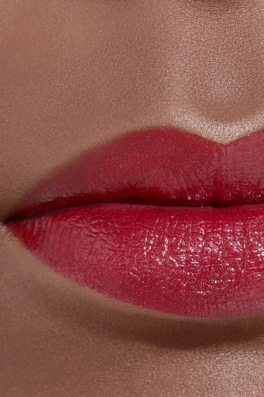 Application makeup visual 2 - LE ROUGE CRAYON DE COULEUR N°5 - ROUGE