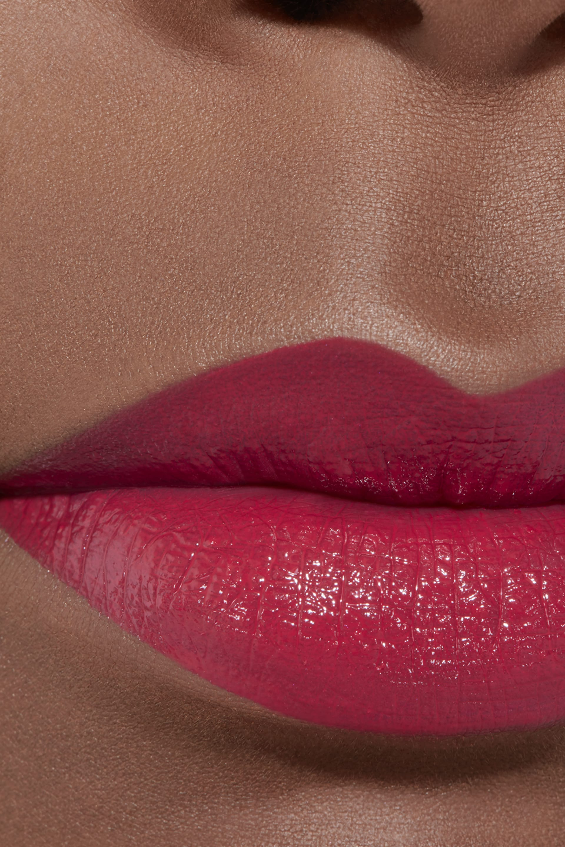 Application makeup visual 2 - LE ROUGE CRAYON DE COULEUR N°4 - ROUGE CORAIL
