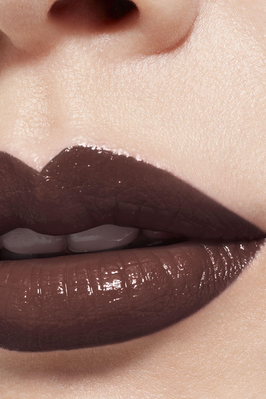 Application makeup visual 1 - LE ROUGE CRAYON DE COULEUR N°23 - WARM BROWN