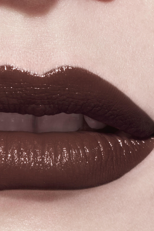Application makeup visual 3 - LE ROUGE CRAYON DE COULEUR N°23 - WARM BROWN