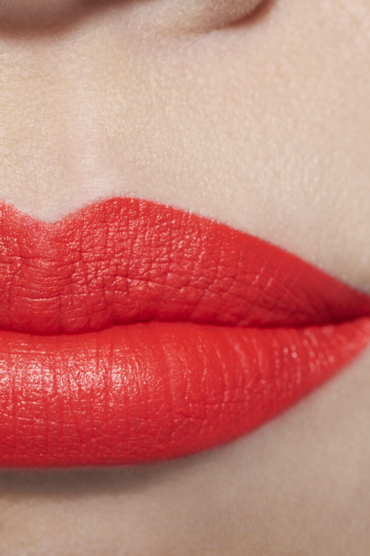 Application makeup visual 1 - LE ROUGE CRAYON DE COULEUR MAT 259 - PROVOCATION