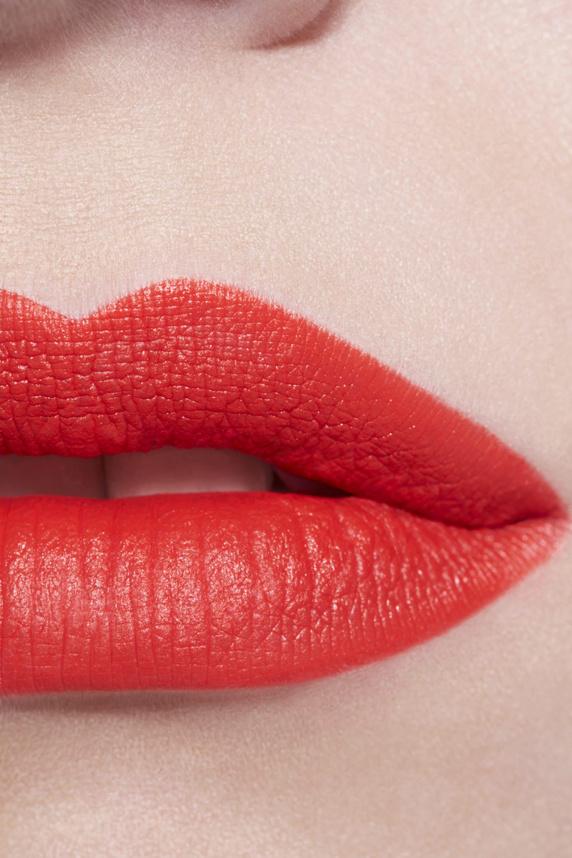 Application makeup visual 3 - LE ROUGE CRAYON DE COULEUR MAT 259 - PROVOCATION