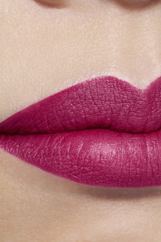 Application makeup visual 1 - LE ROUGE CRAYON DE COULEUR MAT 269 - IMPACT