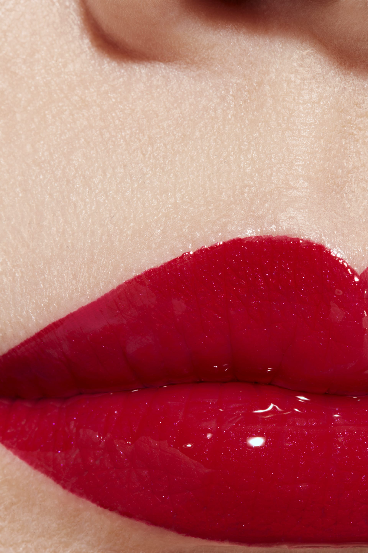 Application makeup visual 1 - LE ROUGE DUO ULTRA TENUE 47 - DARING RED
