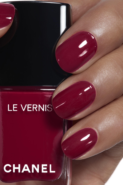 Application makeup visual 1 - LE VERNIS 572 - EMBLÉMATIQUE