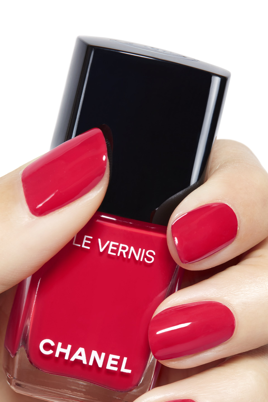 彩妝示範圖 2 - 香奈兒時尚恆彩指甲油系列 546 - ROUGE RED