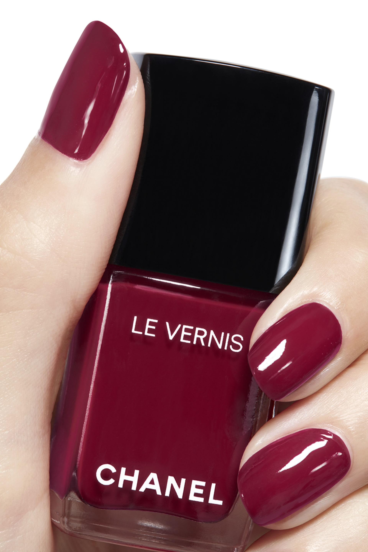 Application makeup visual 2 - LE VERNIS 572 - EMBLÉMATIQUE