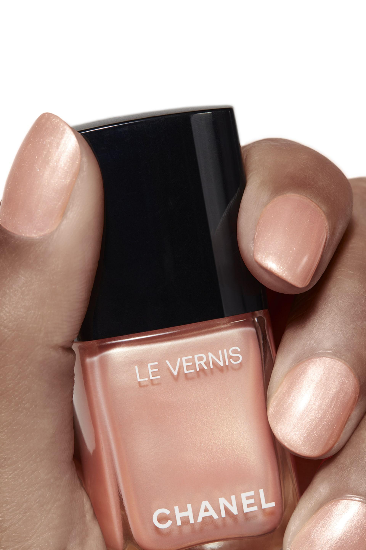 Application makeup visual 1 - LE VERNIS 695 - PERLE DE CORAIL