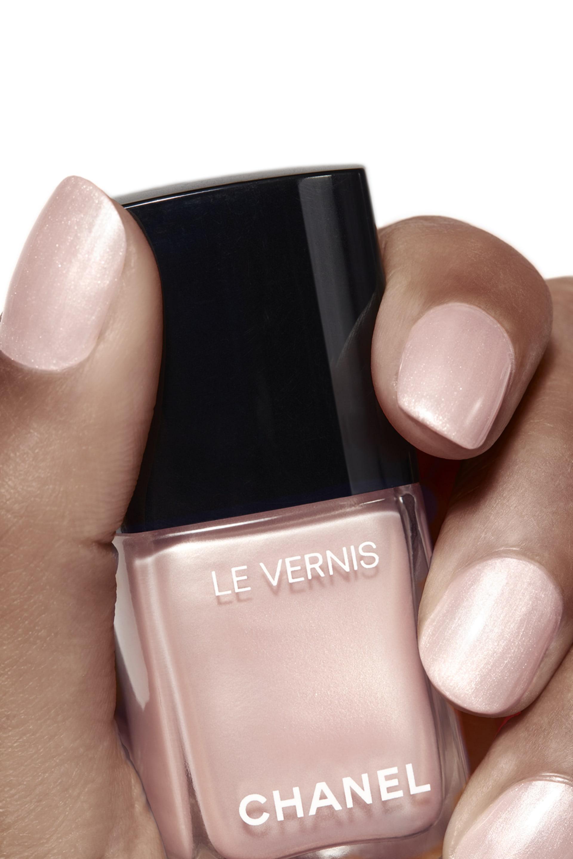 Пример нанесения макияжа 1 - LE VERNIS 721 - RADIANT BALLERINA
