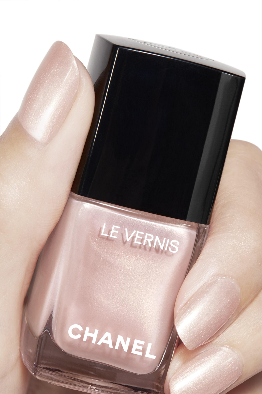 Пример нанесения макияжа 2 - LE VERNIS 721 - RADIANT BALLERINA
