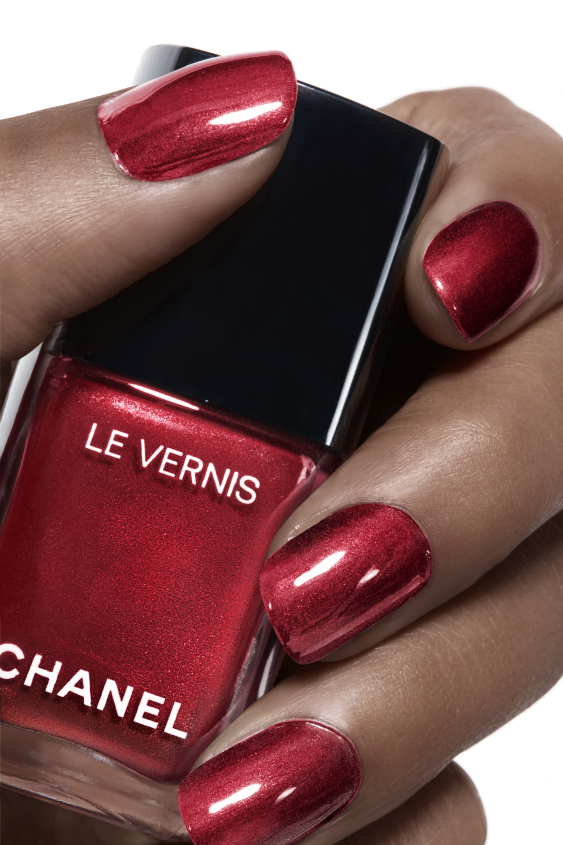Application makeup visual 1 - LE VERNIS 731 - RADIANT RED