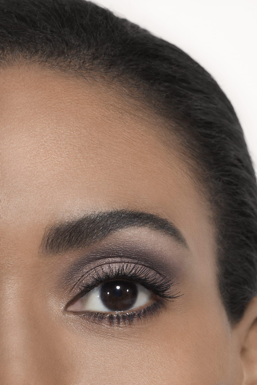 Пример нанесения макияжа 2 - LES 4 OMBRES 202 - TISSÉ CAMÉLIA