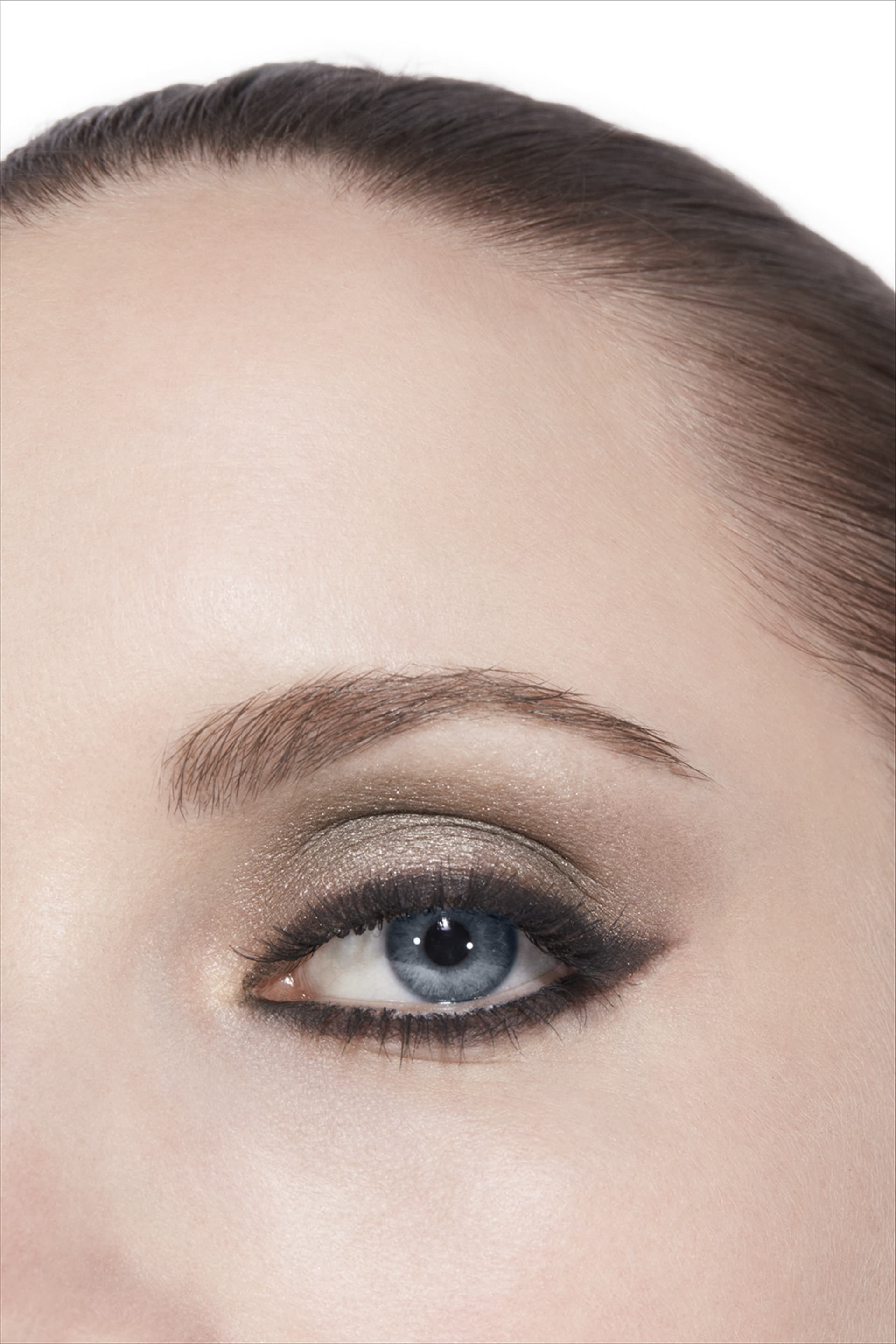 Application makeup visual 3 - LES 4 OMBRES 334 - MODERN GLAMOUR