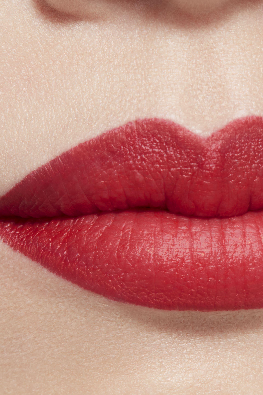 Пример нанесения макияжа 1 - ROUGE ALLURE CAMÉLIA 357 - ROUGE ALLURE VELVET CAMÉLIA ROUGE