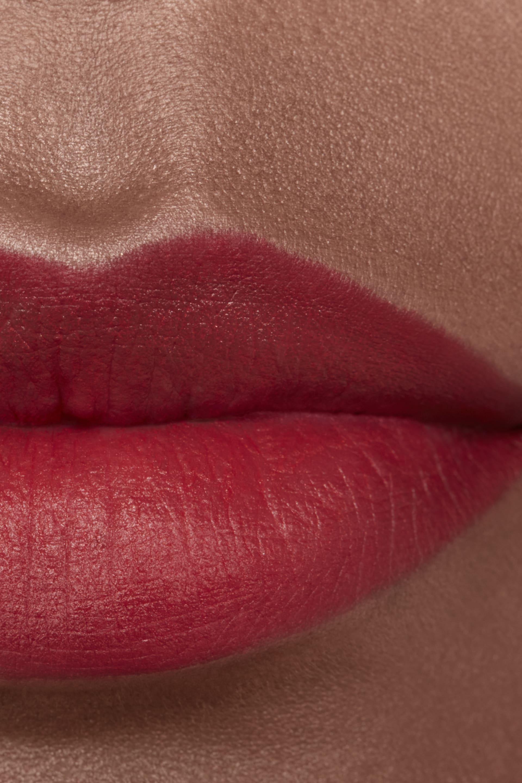 Пример нанесения макияжа 2 - ROUGE ALLURE CAMÉLIA 357 - ROUGE ALLURE VELVET CAMÉLIA ROUGE