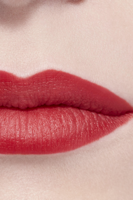 Пример нанесения макияжа 3 - ROUGE ALLURE CAMÉLIA 357 - ROUGE ALLURE VELVET CAMÉLIA ROUGE