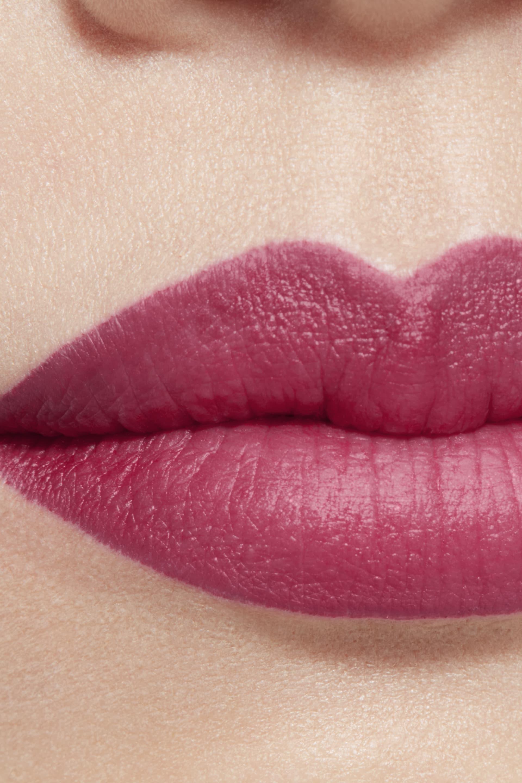 Application makeup visual 1 - ROUGE ALLURE CAMÉLIA 617 - ROUGE ALLURE VELVET CAMÉLIA GRENAT