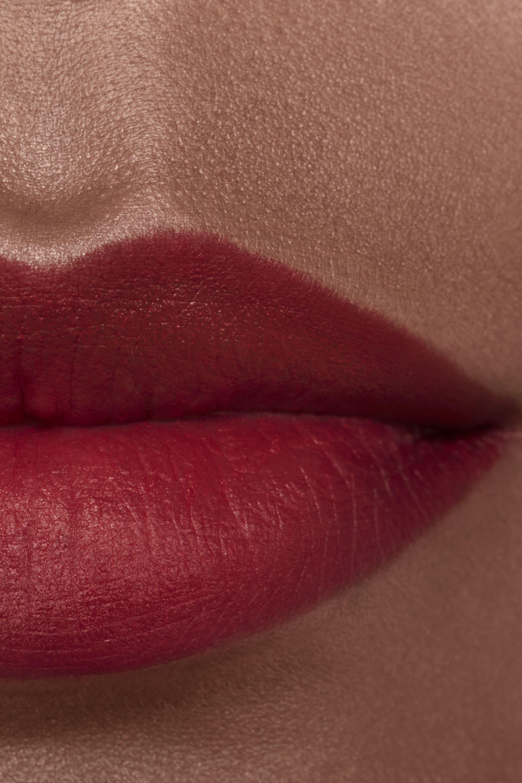 Imagen aplicación de maquillaje 2 - ROUGE ALLURE CAMÉLIA 627 - ROUGE ALLURE VELVET CAMÉLIA CARMIN