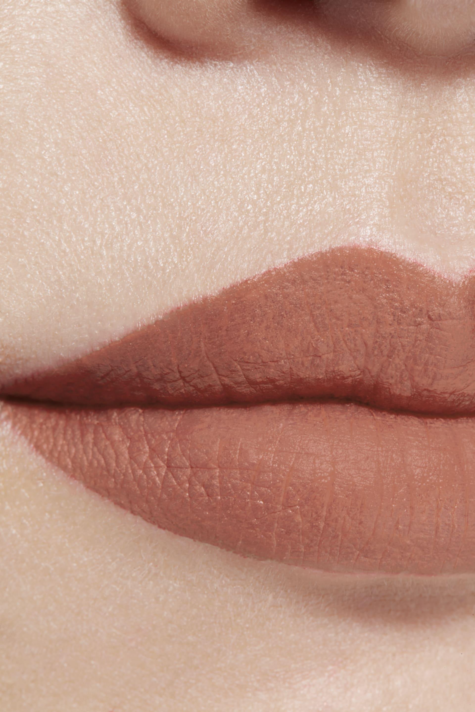 Visuel d'application maquillage 1 - ROUGE ALLURE INK FUSION 802 - BEIGE NATUREL
