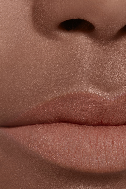 Imagen aplicación de maquillaje 2 - ROUGE ALLURE INK FUSION 802 - BEIGE NATUREL