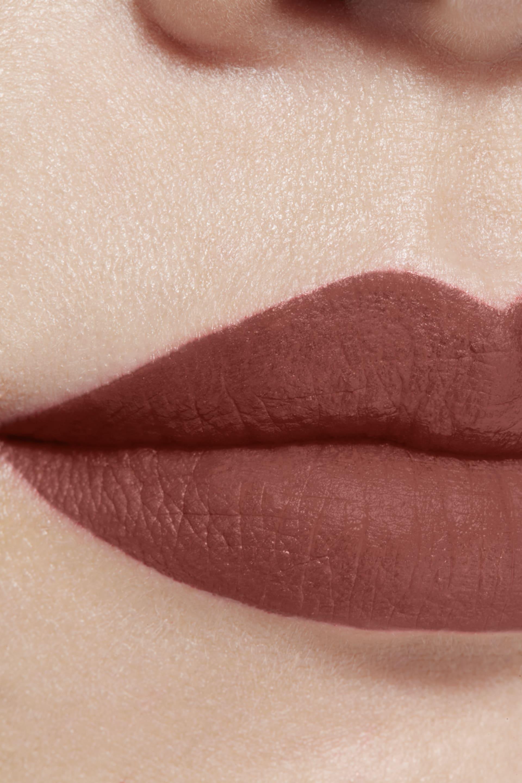 Toepassing make-up visual 1 - ROUGE ALLURE INK FUSION 834 - AMBIGUÏTÉ