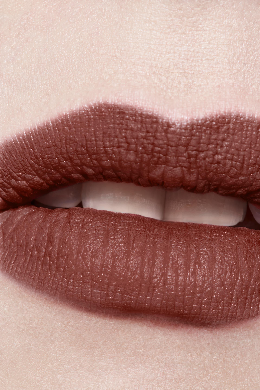 Toepassing make-up visual 3 - ROUGE ALLURE INK FUSION 834 - AMBIGUÏTÉ