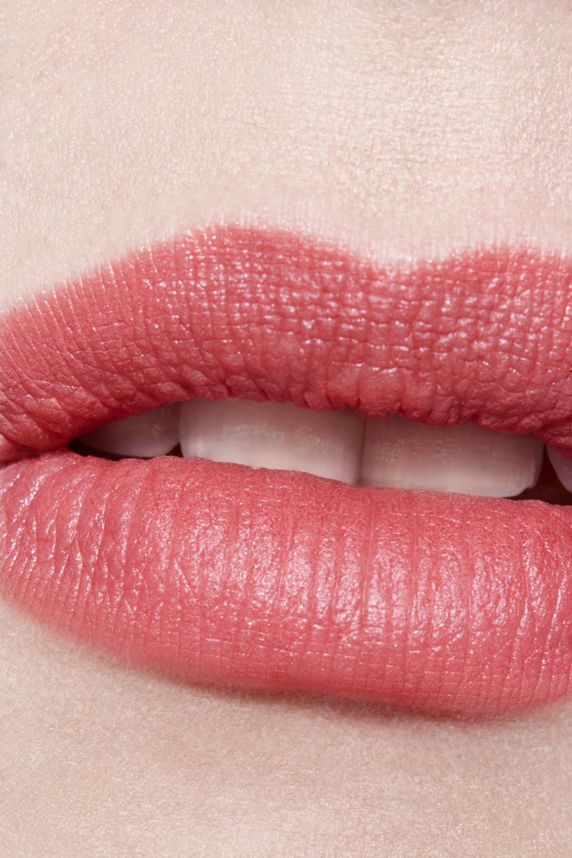 Application makeup visual 3 - ROUGE ALLURE INK 216 - LÉGÈRETÉ