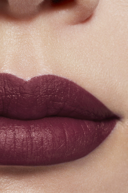 Imagen aplicación de maquillaje 1 - ROUGE ALLURE INK 228 - SENSUEL