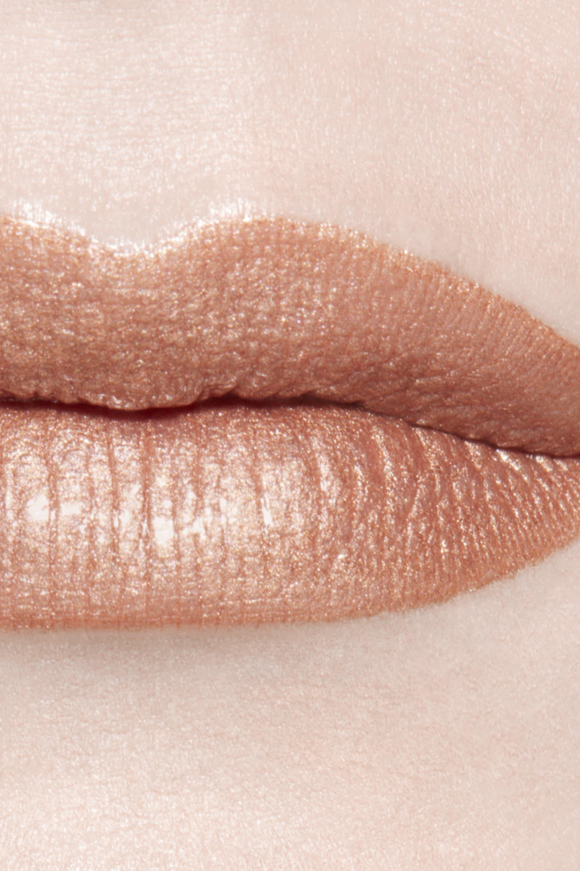 Application makeup visual 3 - ROUGE ALLURE LAQUE 60 - INFLEXIBLE