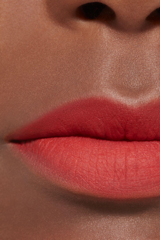 Application makeup visual 2 - ROUGE ALLURE LIQUID POWDER 962 - ELECTRIC BLOSSOM