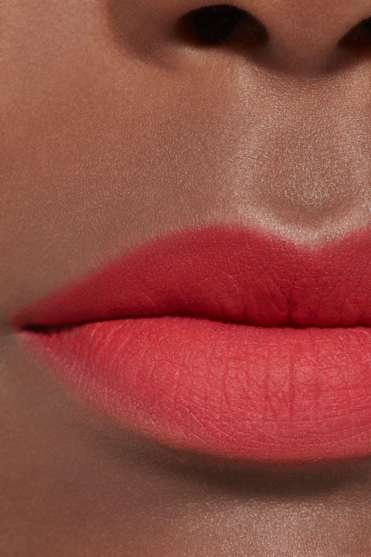 Application makeup visual 2 - ROUGE ALLURE LIQUID POWDER 954 - RADICAL