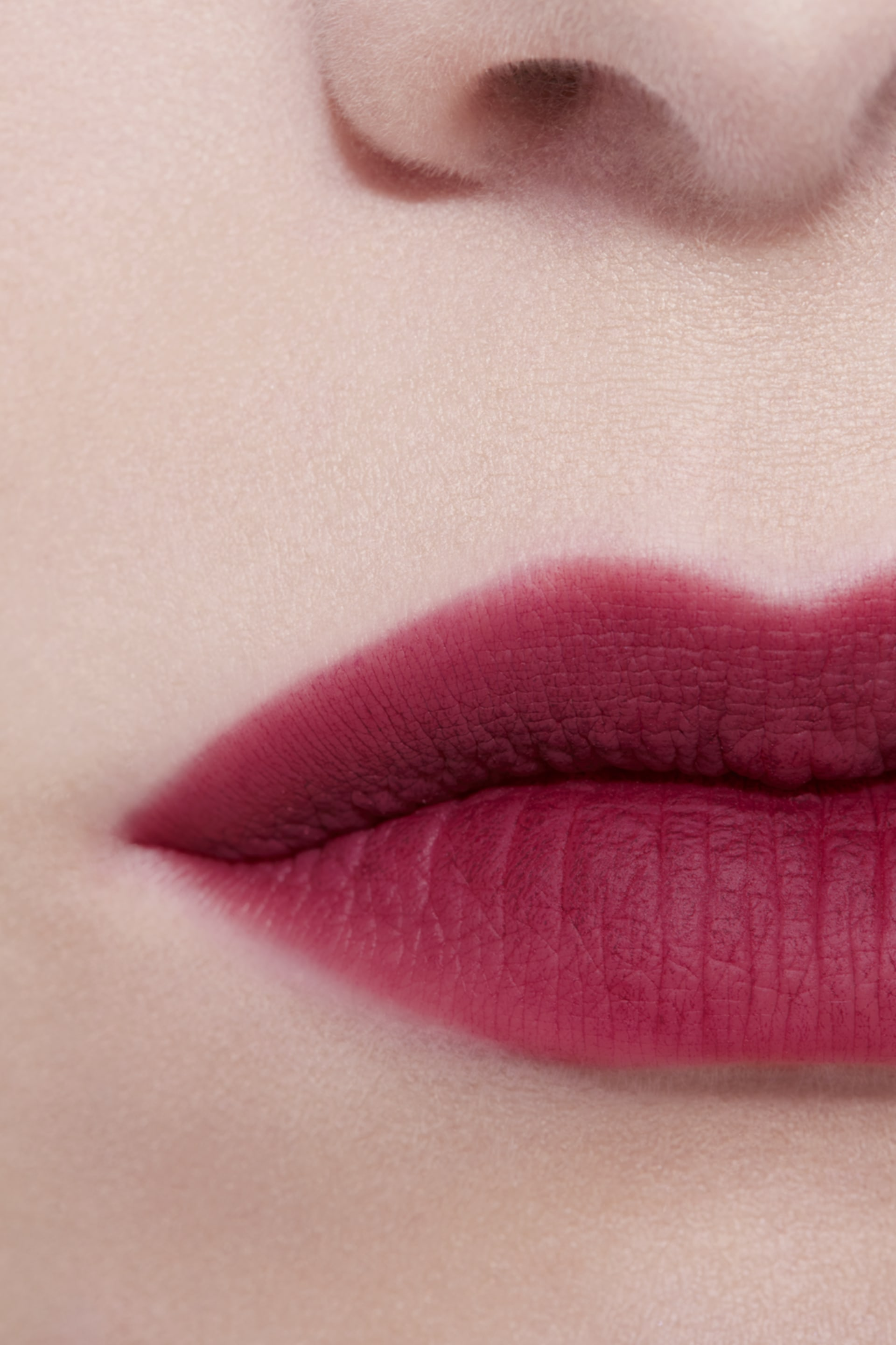 Application makeup visual 3 - ROUGE ALLURE LIQUID POWDER 970 - RUBY RED