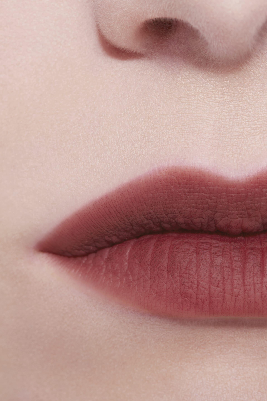 Application makeup visual 3 - ROUGE ALLURE LIQUID POWDER 978 - BOIS DE NUIT