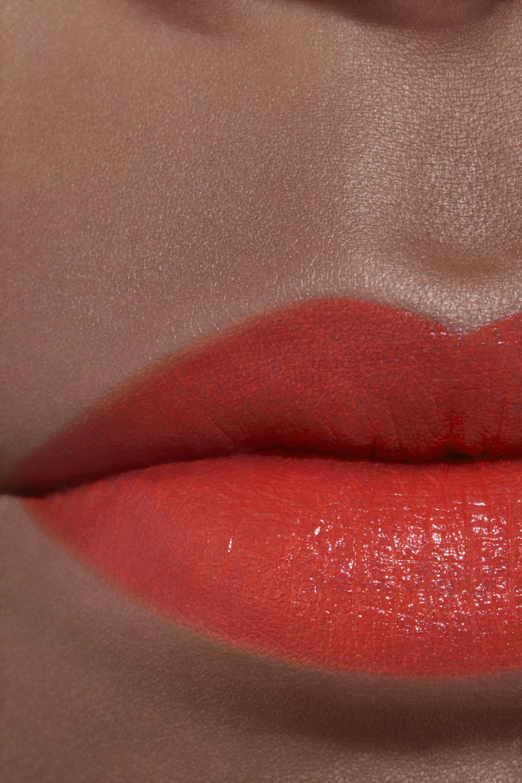 Application makeup visual 2 - ROUGE ALLURE 827 - ROUGE MAGNIFIQUE