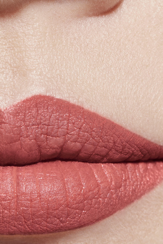 Application makeup visual 1 - ROUGE ALLURE VELVET 68 - ÉMOTIVE
