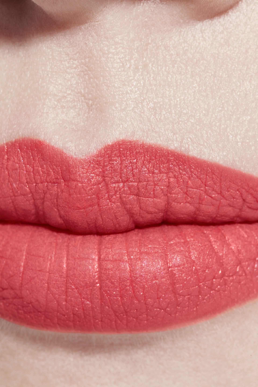 Application makeup visual 1 - ROUGE ALLURE VELVET 64 - FIRST LIGHT